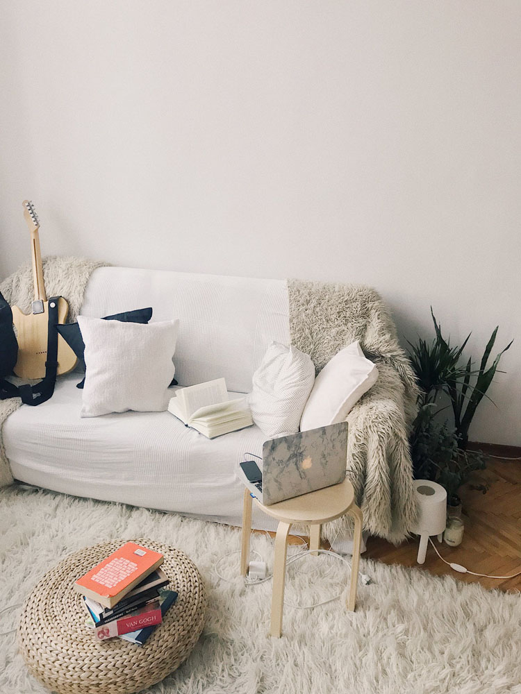 the borrower dealing with roommate problem jakarta