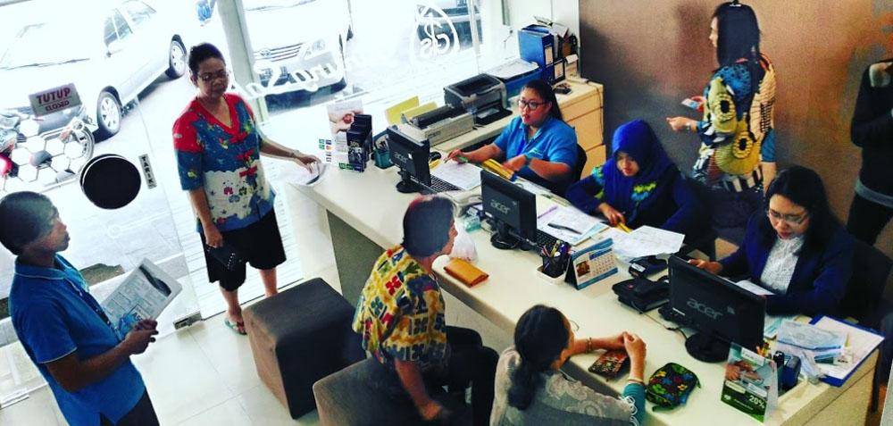gunung sahari lab registration desk with people
