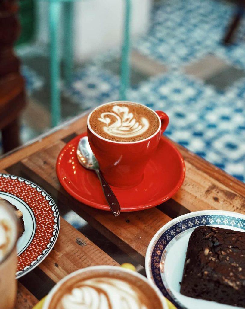 latte at Giyanti Coffee Roastery