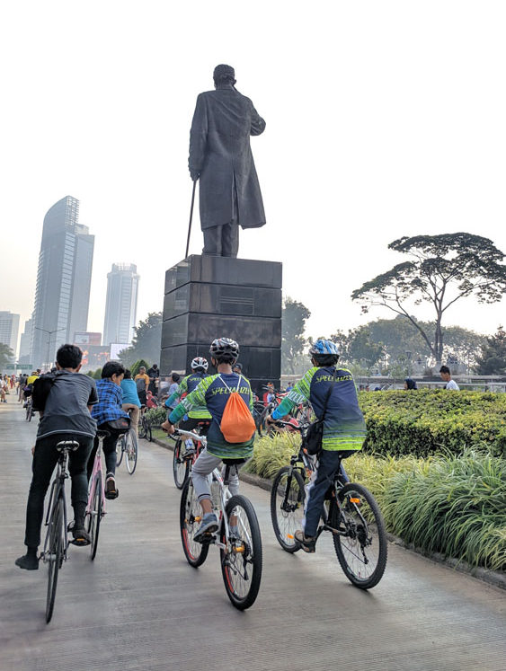 car free day sudirman statue weekend activity jakarta
