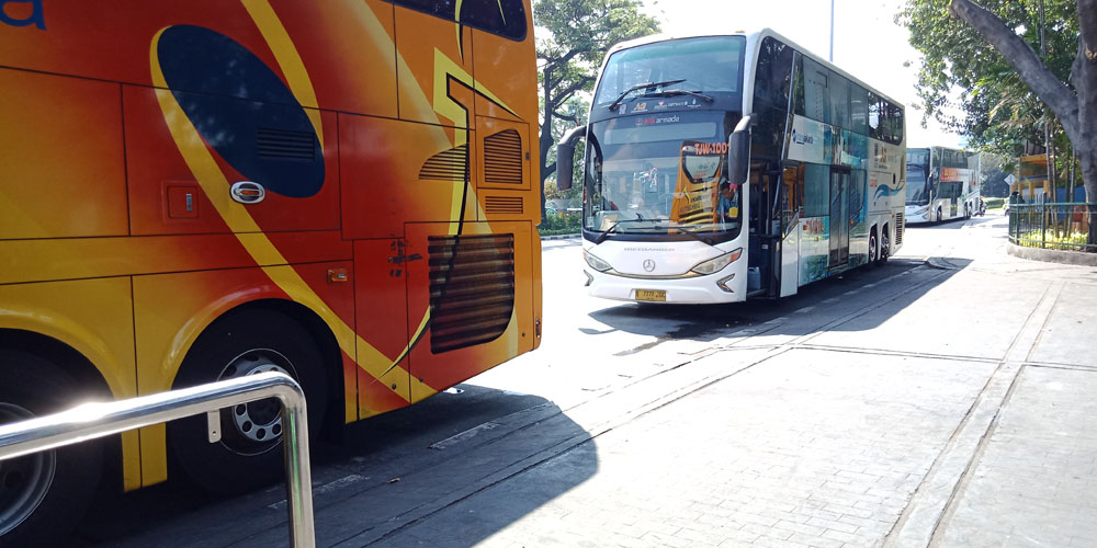 double decker bus tour weekend activity jakarta