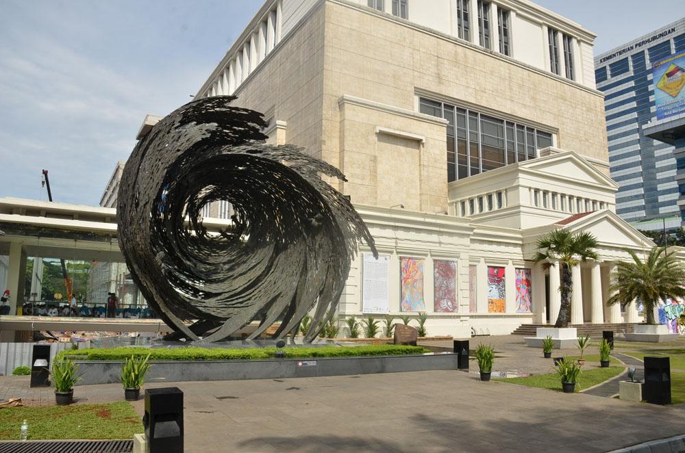 national museum jakarta front entrance sculpture