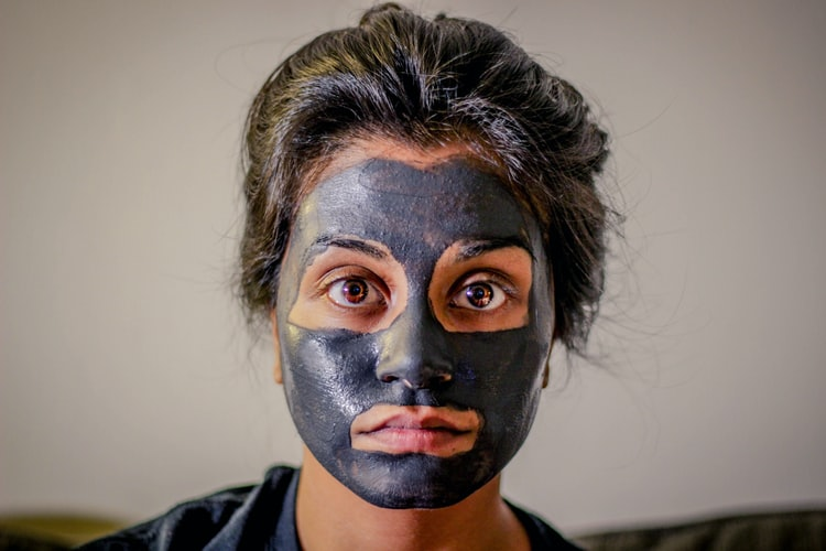 women put a face mask