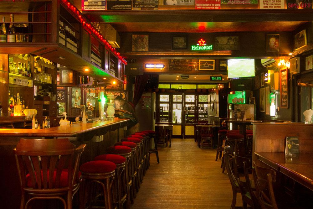 De Hooi interior bar view