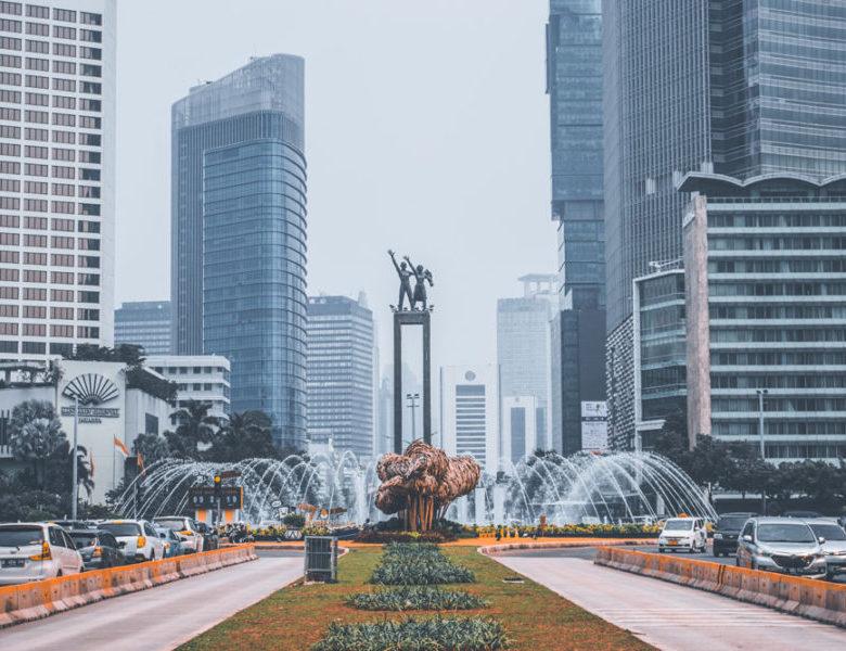 Memilih Pakaian Sesuai Musim di Jakarta