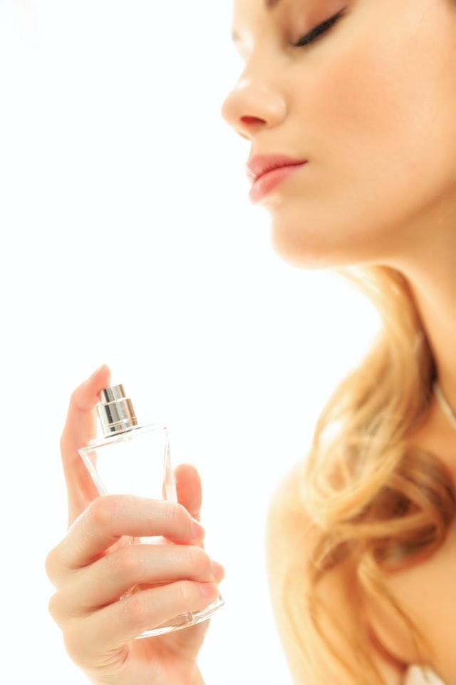 longlasting perfume scent illustration