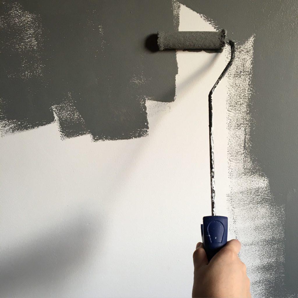 mengecat tembok sendiri