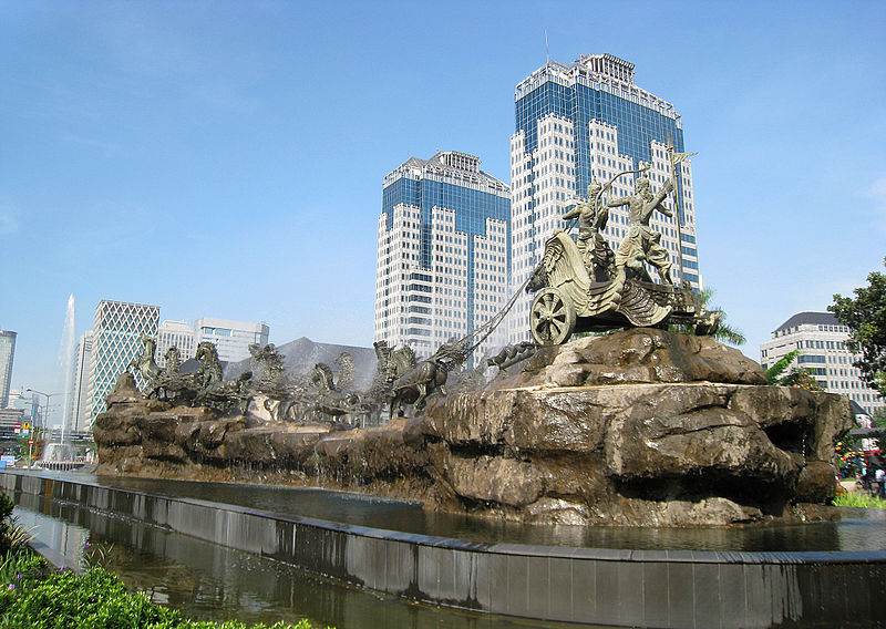 This image has an empty alt attribute; its file name is 800px-Arjuna_Wijaya_chariot_statue_in_Jakarta.jpg