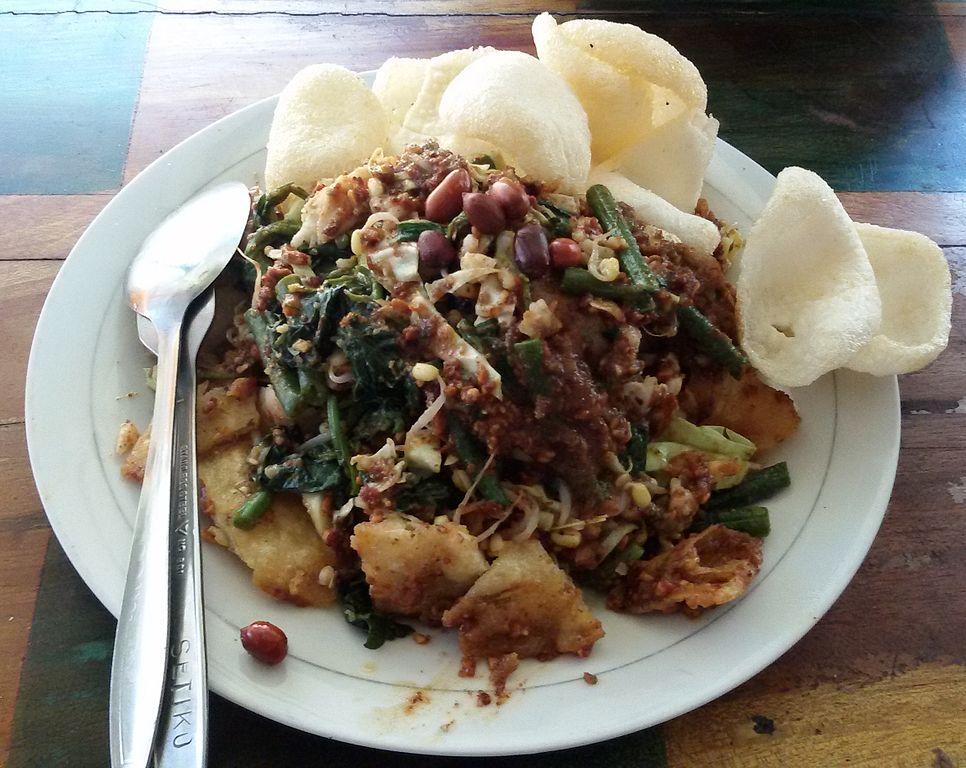 This image has an empty alt attribute; its file name is 966px-Lotek_Indonesian_food.jpg
