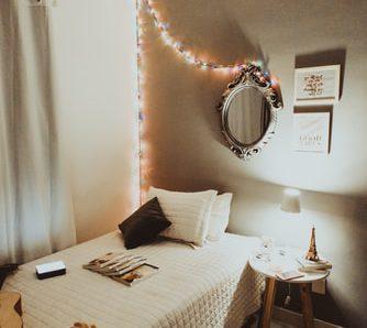 10 Tips Dekorasi Dinding Kamar
