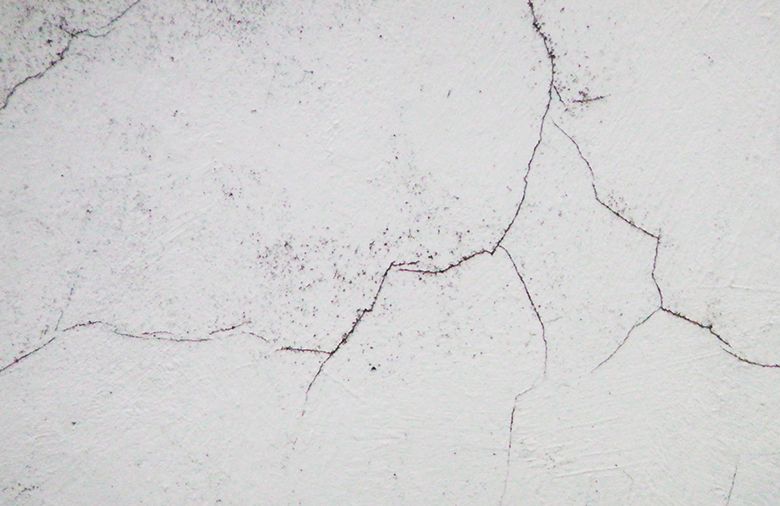 5 Easy and Affordable Ways to Fix Cracked Walls