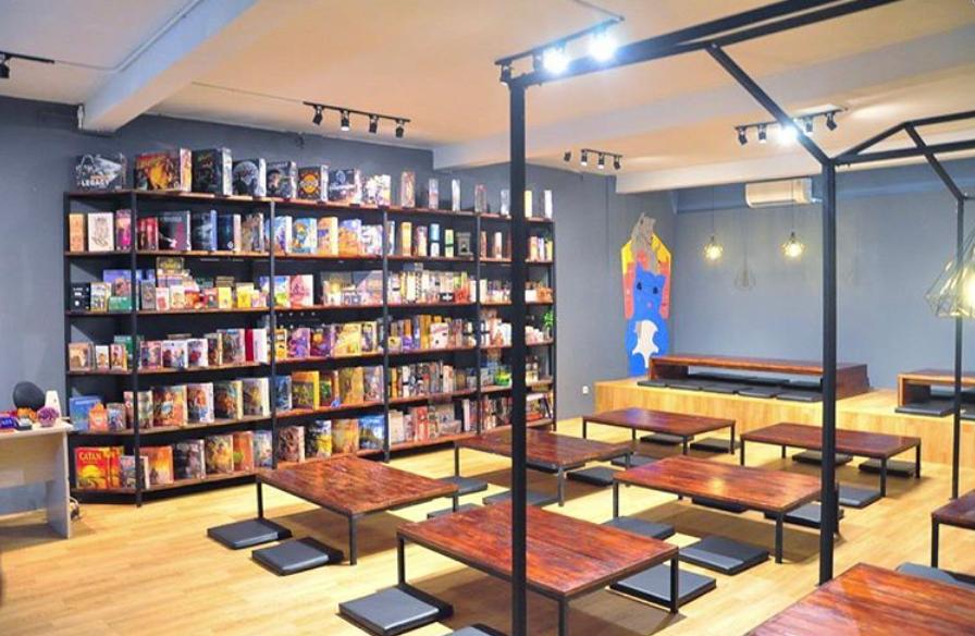 castle 8 board game cafe