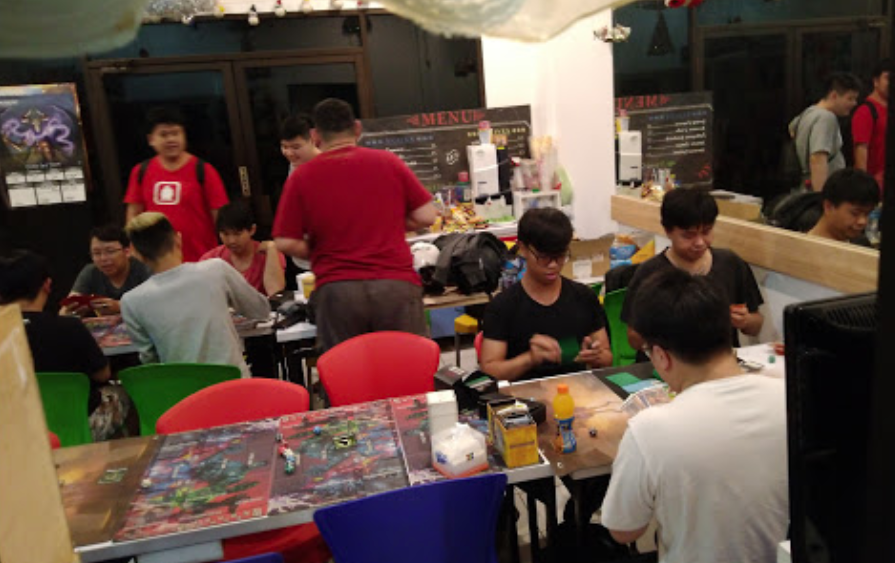 Play eat board game cafe