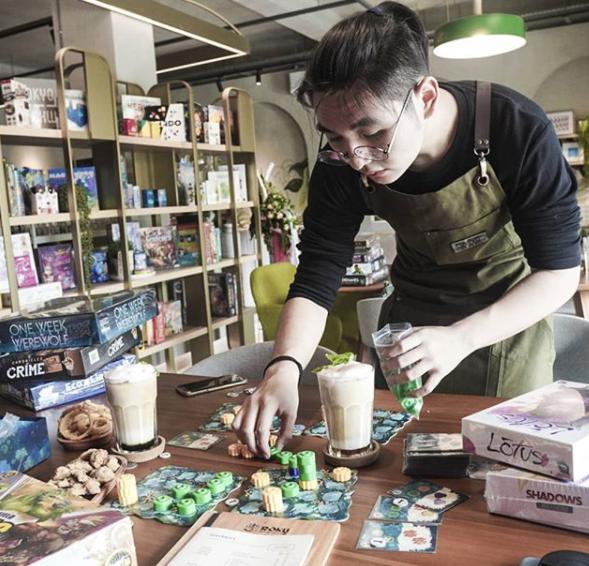 Roku board game cafe