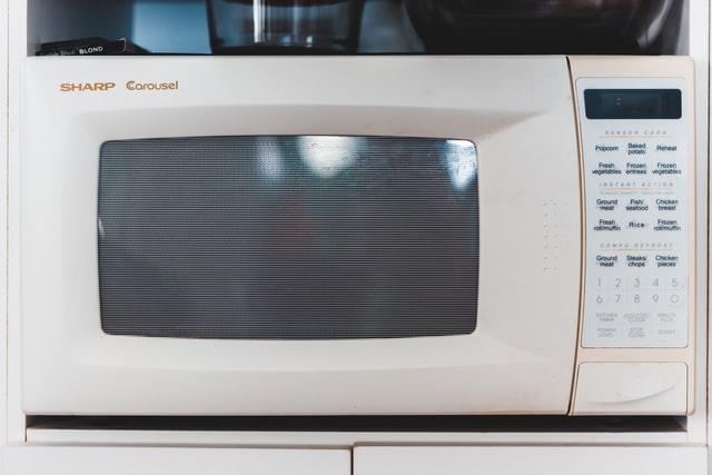 cara mengeringkan sepatu dengan microwave