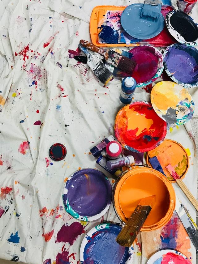 mengecat tembok dengan cat minyak