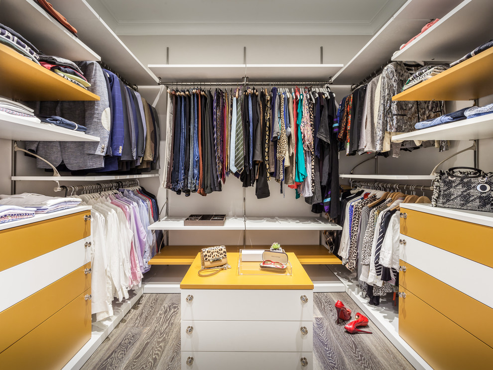 walk in closet with yellow surface
