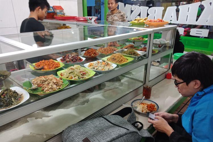 opsi biaya makan murah: warteg atau kantin