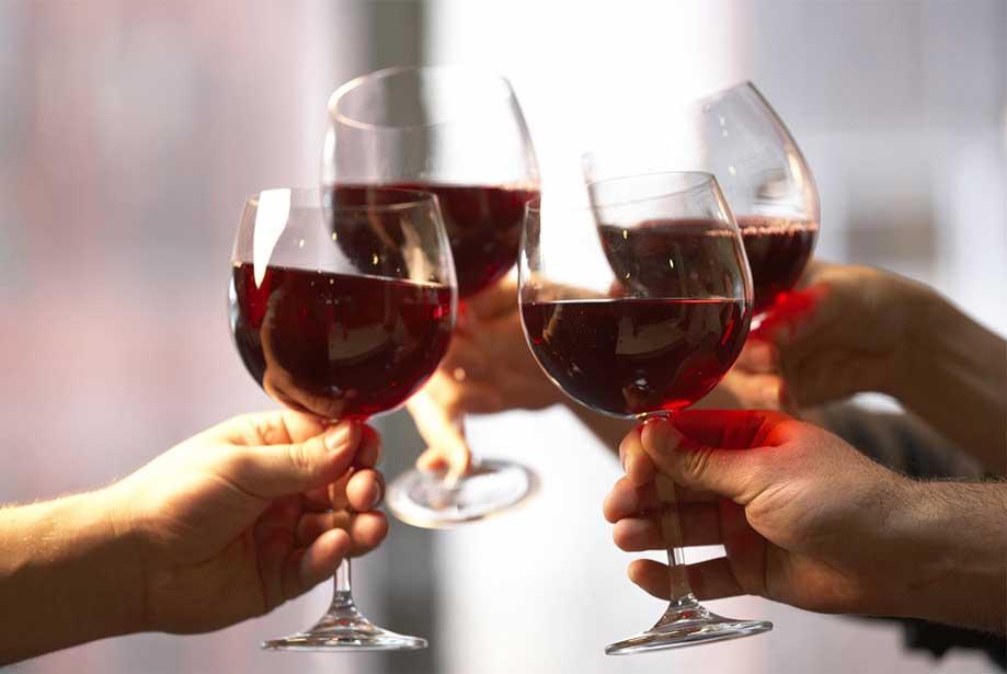 anggaran untuk hiburan di jakarta: minum alkohol