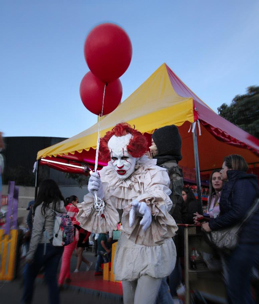 Pennywise halloween costume from the IT film