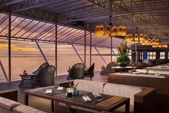 beach club sanur restaurant