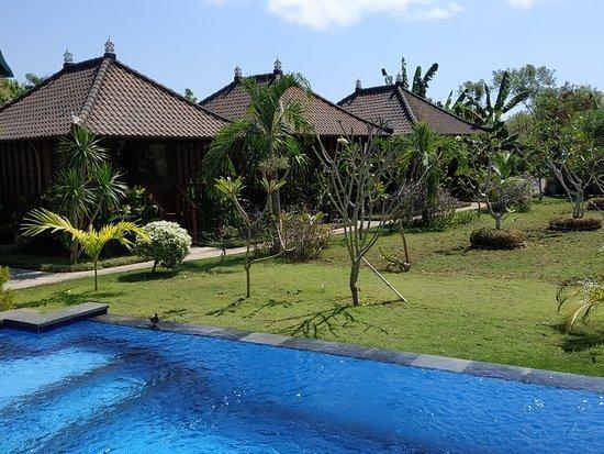 gatri huts guesthouse lembongan