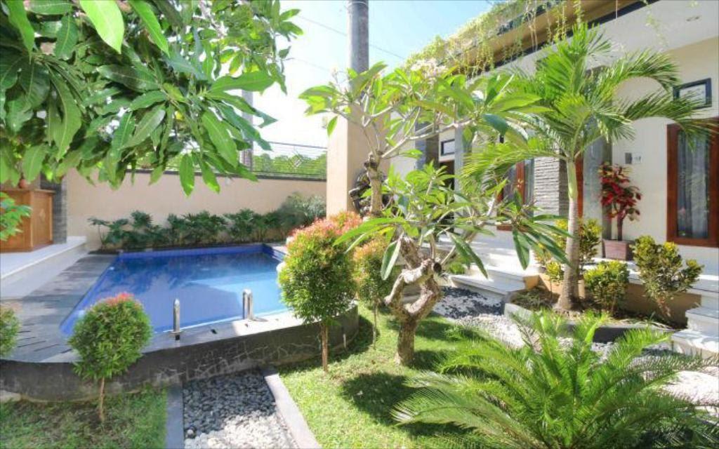 garden at Ratu Guest House