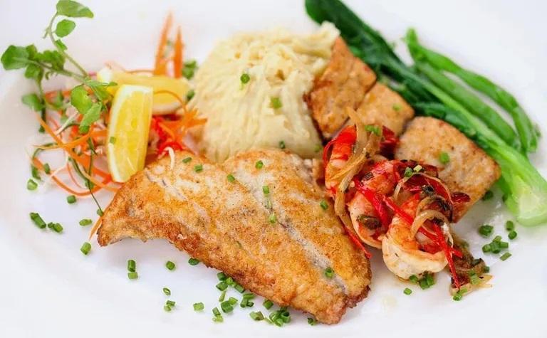 meads beach bar & grill seafood bali