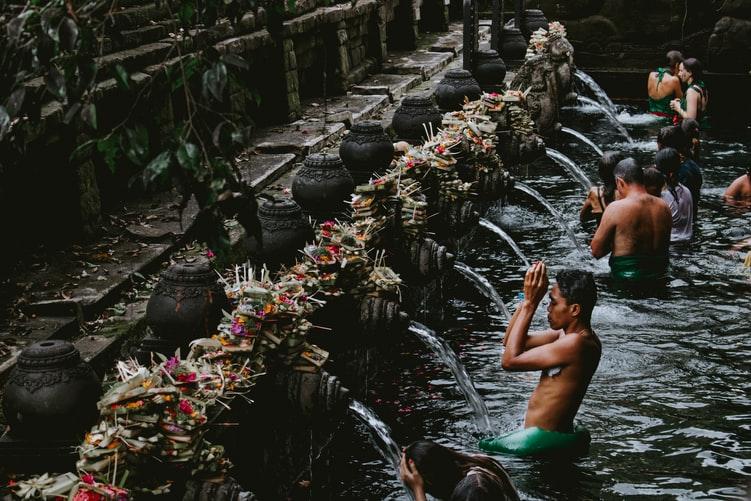 people pray at pura bali