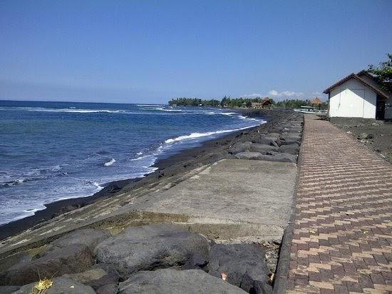 surf spot in lebih beach