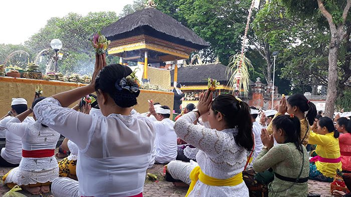 local Bali people praying at temple