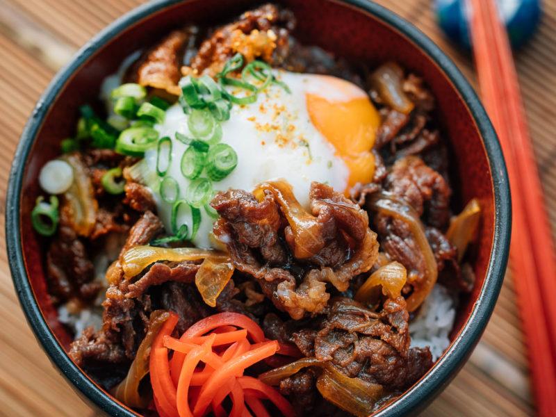 8 Resep Rice Bowl dengan Berbagai Lauk: Cocok untuk Bekal