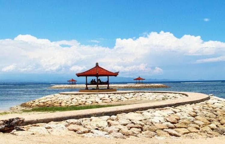promenade in sanur beach