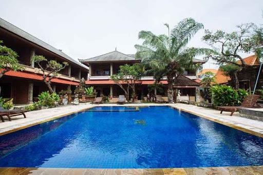 outdoor swimming pool at Tunjung Bali Inn
