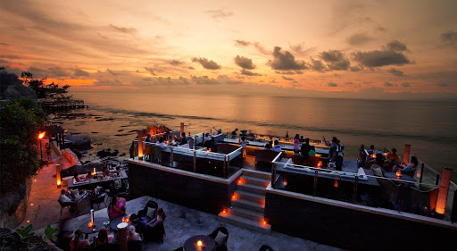 Must Visit! 12 Most Beautiful Rooftop Bar in Bali