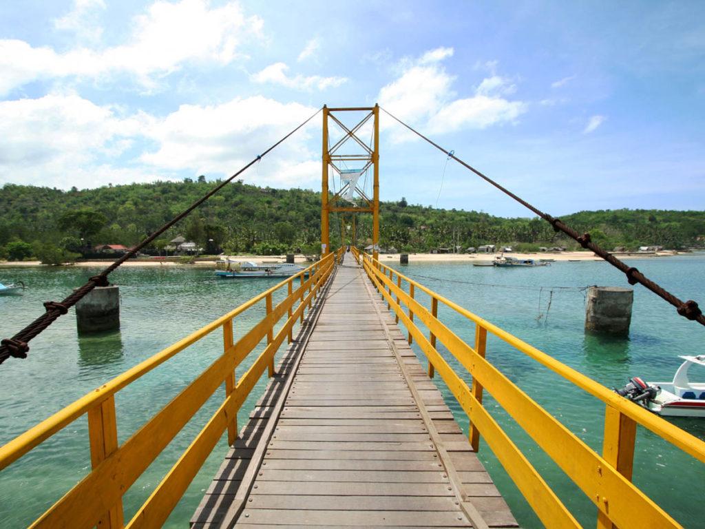 Yellow bridge to Nusa Ceningan  in lembongan bali
