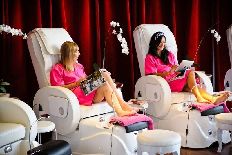 Think Pink Nail salon bali