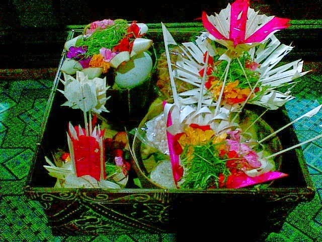 another type of balinese offerings called banten peras