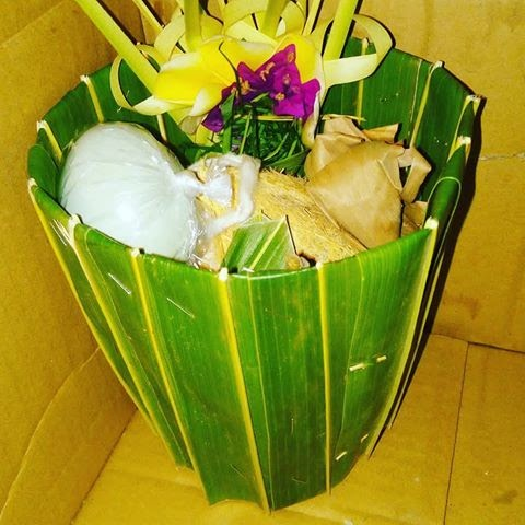 another type of balinese offering called daksina