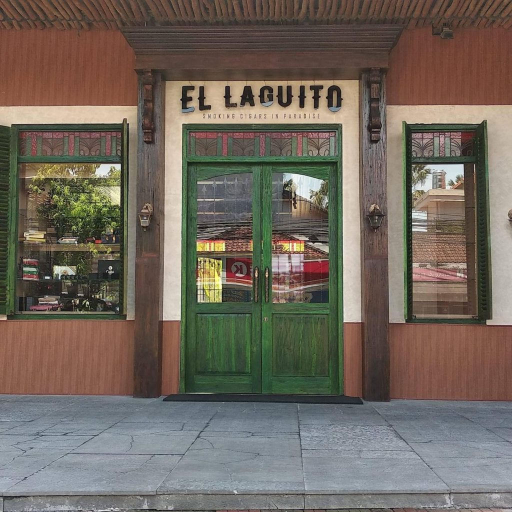 Classic and vintage cigar lounge in El Laguito