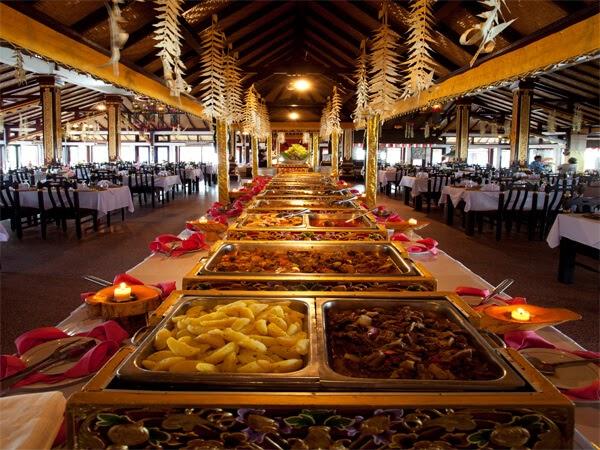 Grand Puncak Sari buffet food
