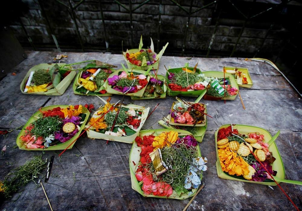 balinese offering canang sari