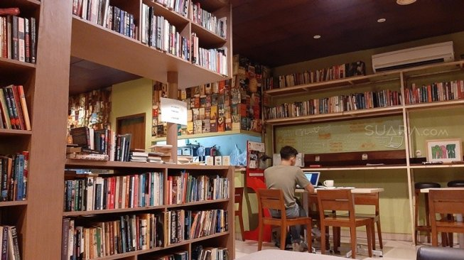 Cafe tenang buat si hobi baca
