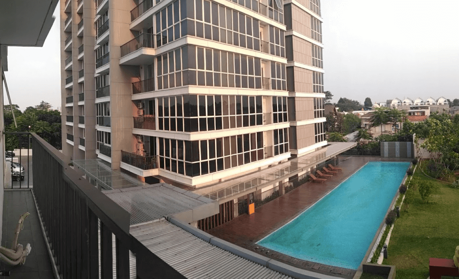 Lexington's view with the swimming pool