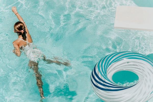 Sewa 5 Apartemen Ini Jika Kamu Suka Aktivitas Berenang!