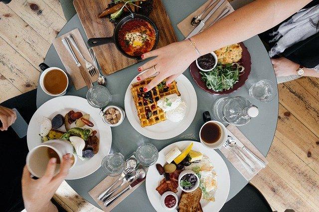 10 Restoran Dekat Apartemen Grand Kamala Lagoon