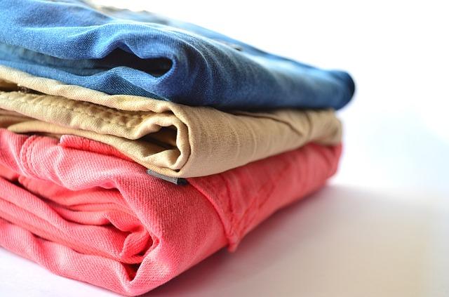 cara mengusir nyamuk hindari menumpuk pakaian