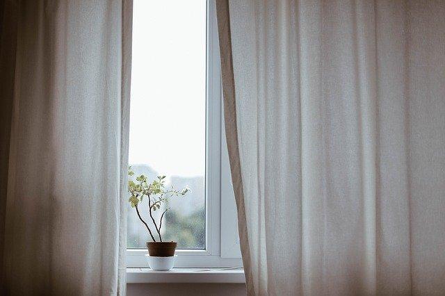 kamar tidur minimalis cahaya alami