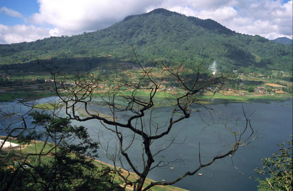 danau buyan tourist attractions in buleleng
