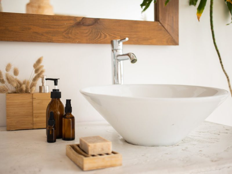 4 Easy Ways on How to Fix a Leaking Faucet